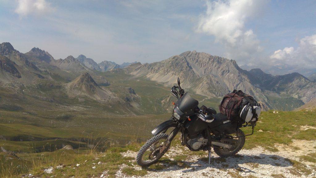 Suzuki DR 650 in the alps